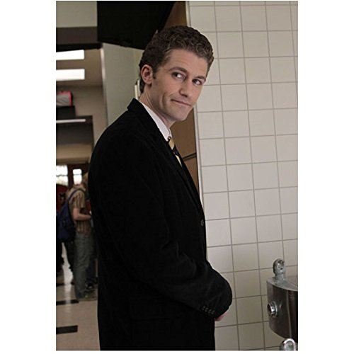 Glee (TV Series 2009 - 2015) 8 inch by 10 inch PHOTOGRAPH Matthew Morrison from Hips Up Head Turned Right at Water Fountain kn