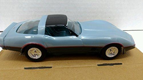 AMT 8290EO 1982 Chevrolet Corvette 1:25 Scale Built-up Plastic Promo - Silver Blue/Dark Blue