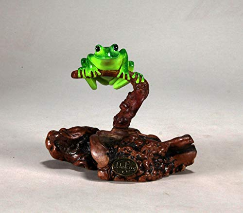 - GREEN TREE FROG Sculpture by JOHN PERRY 5in tall Figurine on Wood