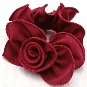Littlemoon/Aisha。薔薇のモチーフが華やかです。