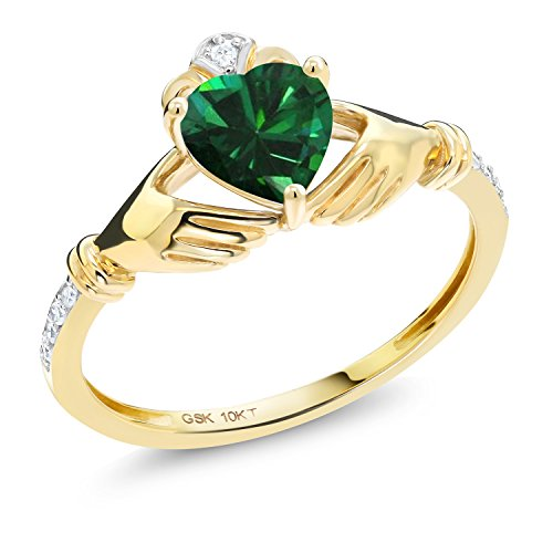 Gem Stone King 10K Yellow Gold Irish Celtic Claddagh Green Simulated Emerald Diamond Accent Ring 0.74 Ctw (Size 9)