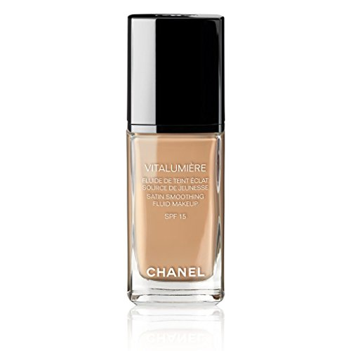 CHANEL VITALUMIÈRE SATIN SMOOTHING FLUID MAKEUP SPF 15 # 40 BEIGE by CHANEL (Image #1)