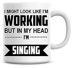 Me Podría Look Like I 'm Trabajo pero en mi cabeza estoy cantando taza de café