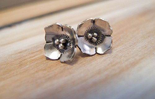 (Sterling Silver Dogwood Flower Stud Earrings)