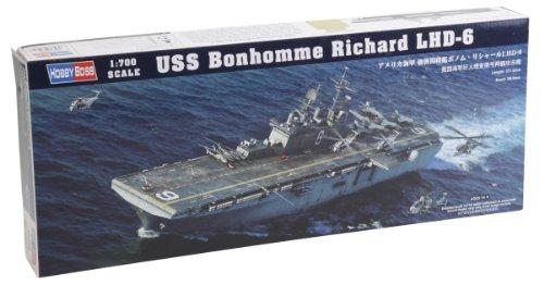 (Hobby Boss USS Bonhomme Richard LHD-6 Model Kit)