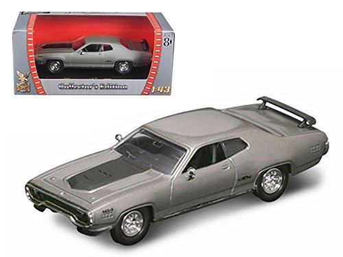 Maisto 1971 Plymouth GTX 440 6 Pack Silver 1/43 Model Car by Road Signature