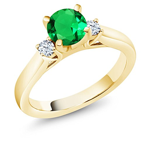 Gem Stone King 0.99 Ct Round Green Simulated Emerald 18K Yellow Gold Plated Silver 3-Stone Ring (Size 6) ()