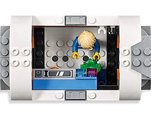 41QZnhdEOLL Incluye 4 minifiguras LEGO City: 2 astronautas y 2 miembros del equipo; incluye también una figura de un robot. Este set de juguetes inspirado en una estación espacial se compone de 3 módulos desmontables con techos también desmontables: un módulo de descanso y entrenamiento con cinta, cama antigravedad y pantalla de televisión, un módulo de laboratorio con ladrillo luminoso y herramientas de investigación, y un módulo de cocina con plantas y horno de pizza; cuenta además con un compartimento hermético central. Los módulos se pueden organizar de diferentes maneras alrededor del compartimento hermético central o sobre él. Este set de juguetes de astronautas basado en los equipos que usa la NASA incluye también un satélite desmontable con paneles solares plegables y una lanzadera espacial desmontable con espacio de carga y cabina abatible.