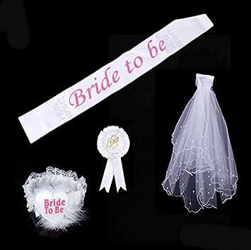 efb65f23a011 Echarpe  quot Bride to be quot  pour future mari eacute e avec rosette  voile et