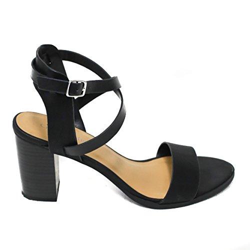 Donna Classificata Da Donna Con Cinturino Alla Caviglia Con Cinturino Nero