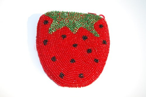Amazon.com: Hecho a mano beaded Fresa Coin Pouch: Shoes