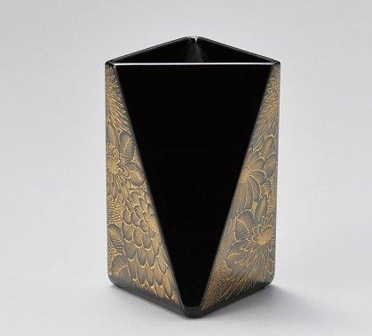 【越前漆器】雅乃 菊彫ペン立て 三角 黒   B0773HPNKN