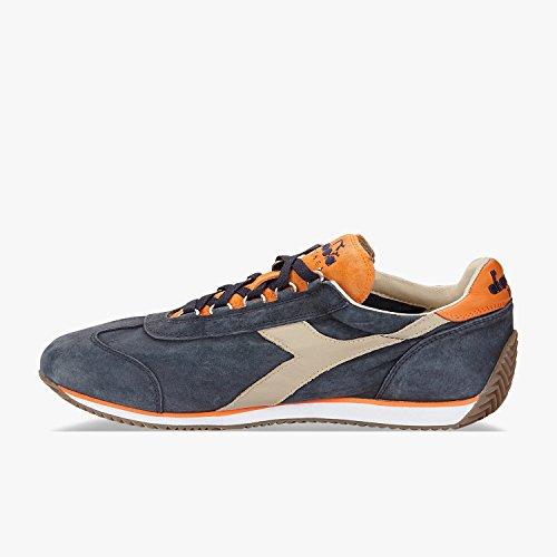 Diadora Heritage Equipe S SW Unisex di Colore Blu con Inserti Arancioni  Scarpe Sportive Uomo in Pelle Scamosciata Sneakers Made in Italy 45ee631d2fb