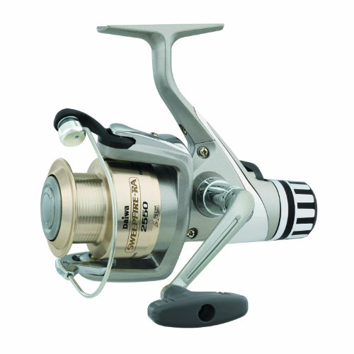 Daiwa Sweepfire Rear Drag Spinning Fishing Reel (Silver, 3550), Outdoor Stuffs