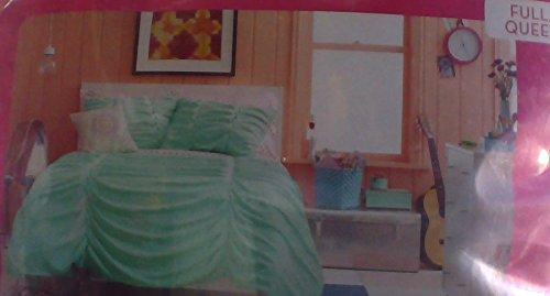 Xhilaration 3 piece full/queen Comforter set