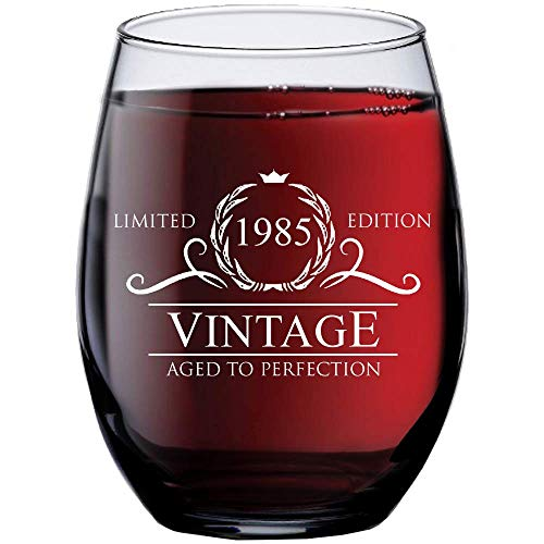 1985 34th Birthday Gifts for Women Men   15 oz Stemless Wine Glass   34 Year Old Gift Present Ideas for Mom Dad   Funny Vintage Unique Personalized   Party Anniversary Reunion Decorations Supplies ()