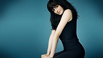 Amazon Com Gabriela 43inch X 24inch Anne Hathaway Valentine S Day
