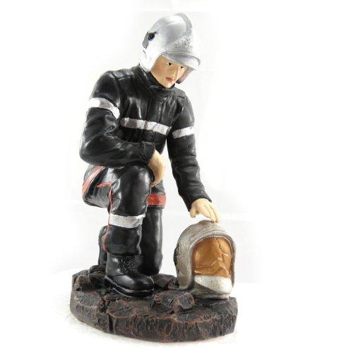 Les Trésors De Lily [K0060] - Figurine 'Pompier En Recueillement'
