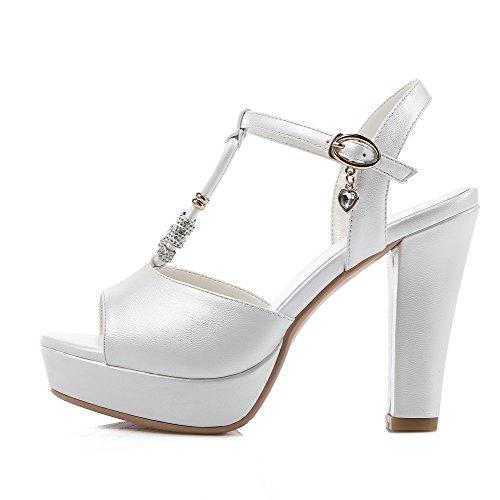 Amoonyfashion Vrouwen Pu Stevige Gesp Open Teen Hoge Hakken Sandalen Met Metalen Ornament Wit