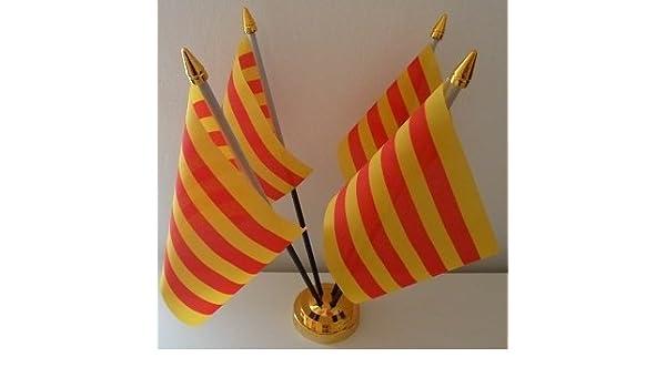 4 de la bandera de Cataluña de la bandera de España de sobremesa con pantalla de mesa dorado Base: Amazon.es: Hogar