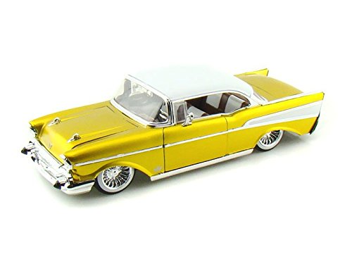 1957 Chevy Bel Air Collector's Club L/E 1/24 Gold w/White