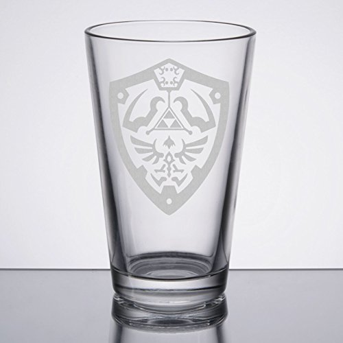 Price comparison product image The Legend of Zelda - Hylian Shield - Etched Pint Glass