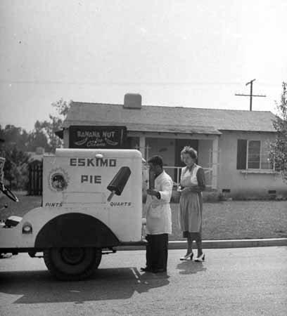 photo-ice-cream-man-truck-selling-eskimo-pie