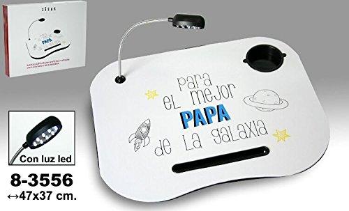 DRW Bandeja para Ordenador portatil Decorado con la frasePARA EL Mejor Papa del Mundo.Lampara Extraible a Pilas.Fabricado en Madera y PVC.