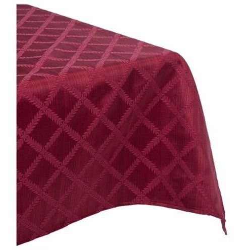 144 Laurel Leaf Table Cloth in Cranberry