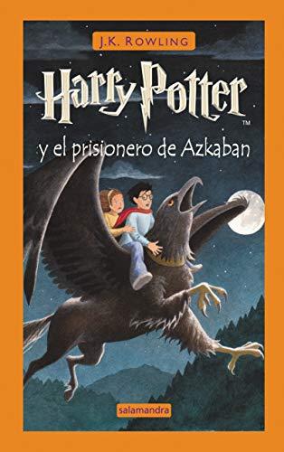 41RHagRVAlL Harry Potter y el prisionero de Azkaban es la tercera novela de la ya clásica serie fantástica de la autora británica J.K. Rowling. «Bienvenido al autobús noctámbulo, transporte de emergencia para el brujo abandonado a su suerte. Levante la varita, suba a bordo y lo llevaremos a donde quiera.» Cuando el autobús noctámbulo irrumpe en una calle oscura y frena con fuertes chirridos delante de Harry, comienza para él un nuevo curso en Hogwarts, lleno de acontecimientos extraordinarios. Sirius Black, asesino y seguidor de lord Voldemort, se ha fugado, y dicen que va en busca de Harry. En su primera clase de Adivinación, la profesora Trelawney ve un augurio de muerte en las hojas de té de la taza de Harry... Pero quizá lo más aterrador sean los dementores que patrullan por los jardines del colegio, capaces de sorberte el alma con su beso... Tras su publicación, la crítica dijo...«Los niños se identifican por completo con las aventuras de Harry y en algunos casos leen los libros sin parar, una y otra vez, atraídos por la magia de la historia y la magia de Harry.»El País «La escoba de Potter tiene cuerda para rato. No parece muy arriesgado recurrir al tópico para afirmar que los libros de Rowling marcarán un antes y un después en la literatura fantástica europea.»El Periódico «Asistimos a una auténtica obra maestra en el género de la literatura juvenil de misterio, pues la intriga y el suspense son sabiamente dosificados con episodios de humor socarrón, donde discurre una galería de personajes que refleja las cualidades y defectos humanos. El resultado es un libro que no debe perderse ningún lector.»El Cultural «La historia de Harry Potter destaca por su fuerza para proponer a sus receptores una lectura productiva de los aspectos más convencionales de la vida cotidiana y de universos donde se requiere una disposición creativa para que cobren pleno sentido.»ABC Cultural