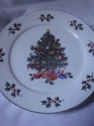 Gibson Christmas Tree Holly Salad Plate Dessert Plate Bread Plate 6.75