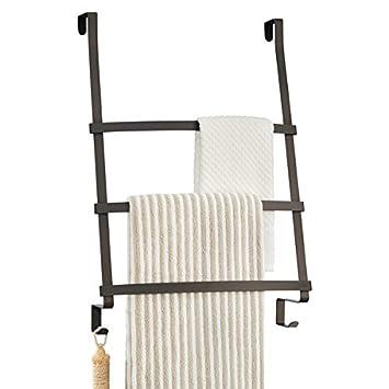 mDesign Toallero para baño - Práctico colgador para tres toallas de sencilla colocación - Moderno secatoallas para colocar en la puerta sin taladrar ni ...
