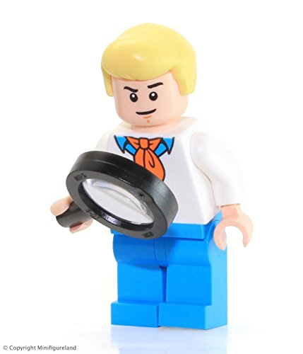 LEGO Scooby-Doo Minifigure - Fred Jones from Mystery Machine (75902)]()