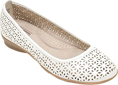 Cliffs by White Mountain Harlyn Perforated Flat (Women's) LvSIl