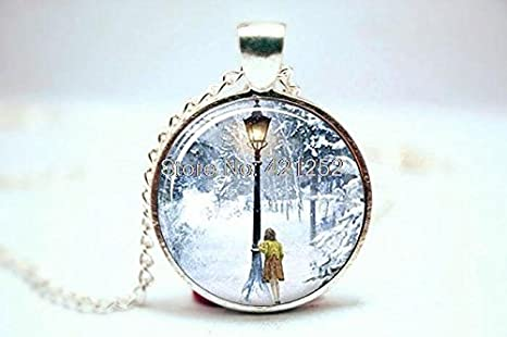 Pretty Lee 2015 Fashion Narnia The Lion The Witch And The Wardrobe Lucy And Lamp-Post Necklace Glass Photo Cabochon Necklace Christmas gift