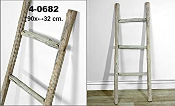 escalera decorativa de madera rustica decorada en color blanco