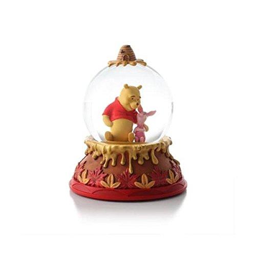 (Hallmark Disney Collection CLX2005 Winnie the Pooh Water Globe)