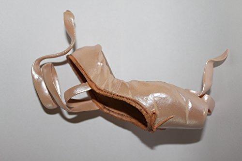 Just the Right Shoe En Pointe by En Pointe