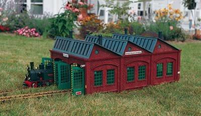 PIKO G SCALE MODEL TRAIN BUILDINGS - SONNEBERG LOCOMOTIVE SHED - 62001