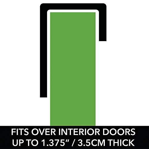 mDesign Soporte sin taladro para tabla de planchar - Útil colgador de puerta para planchador con cesta para plancha de ropa y detergentes - Práctico soporte ...