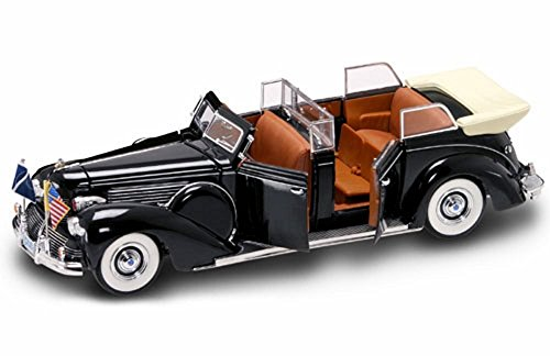 1939 Ford Lincoln Sunshine Special Convertible Limousine w/ Flags - Road Signature 24088 - 1/24 Scale Diecast Model ()