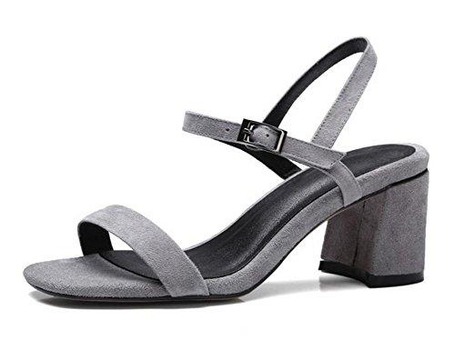 Frühjahr und Sommer Schuhe matt dicke hochhackigen Sandalen Wort offene Schuhe wilde Schnalle grau