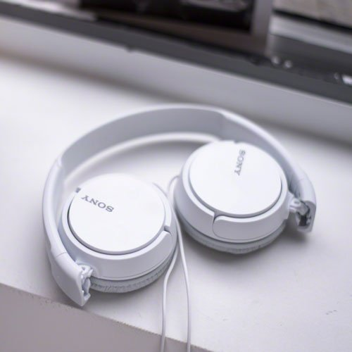 SONY Over On Ear Best Stereo Extra Bass Portable Headphones Headset for Apple iPhone iPod / Samsung Galaxy / mp3 Player / 3.5mm Jack Plug Cell Phone (White) ()