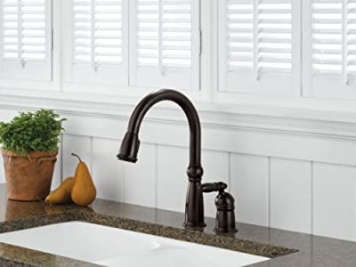 Delta Faucet Victorian Single-Handle Kitchen Sink Faucet with Pull Down Sprayer and Magnetic Docking Spray Head