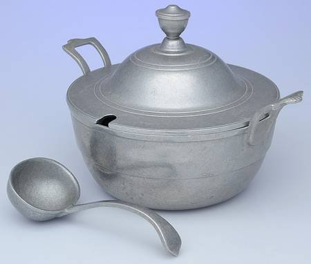 Wilton Armetale Plough Tavern Soup Tureen with Lid and Ladle (Satin Finish) (Tureen Pewter Soup)