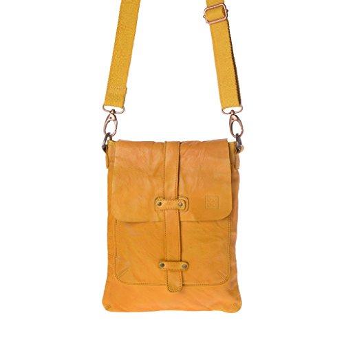 Bolso hombre piel lavada teñido en prenda con bandolera de DUDU Saffron Yellow