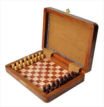 "PEG WOODEN Travel Chess Set - 7"" x 5"" - by US Chess Federation"
