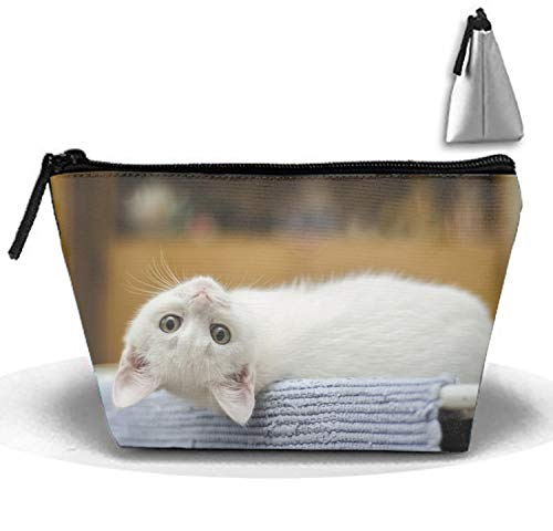 Roomy Cosmetic Bag Endearing Kitty Toiletry Pouch Makeup with Zipper for Travel