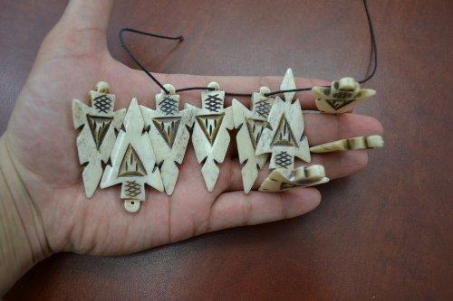 - 12 Pcs Tan Brown Strip Carved Bone Arrow Beads Pendants