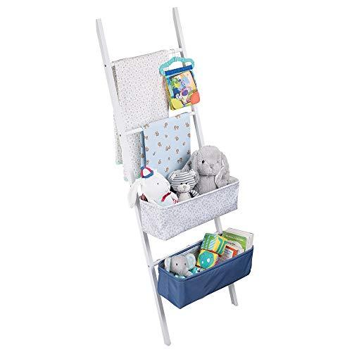 ... en escalera de bambú - Escaleras con cestas para la organización del cuarto de los niños - Escalera de mano con gancho y cajas para pañales, toallas o ...